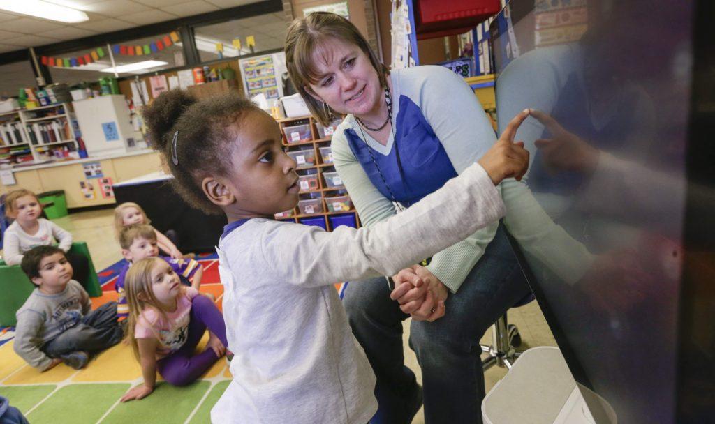 Children's Health - Shaza Abdellatif moves a word bubble to match it's corresponding first letter sound in Jenn Schulz's pre-school class at Coolidge Elementary School in Cedar Rapids, Iowa, on Thursday, Jan. 21, 2016. (Jim Slosiarek/The Gazette)
